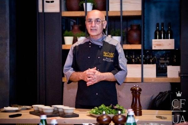 Шеф-повар ресторана Хмели Сунели Анзор Квирикашвили